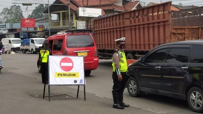 Pos penyekatan Polres Metro Tangerang Kota di Jatake, Kecamatan Jatiuwung untuk menyekat para pengendara yang nekat mudik, Kamis (6/5/2021).