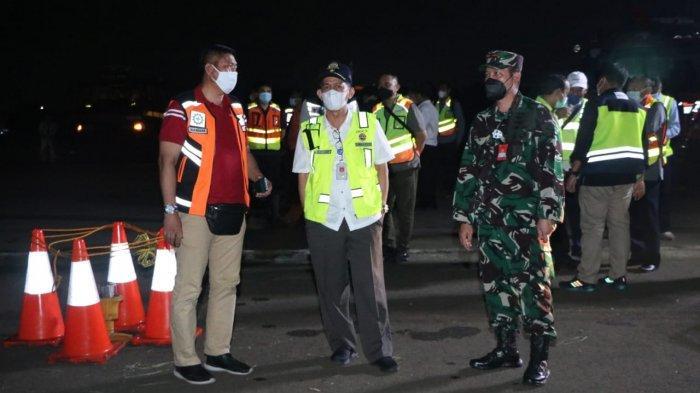 Trigana Air Tergelincir di Bandara Halim Perdanakusuma, TNI AU Bantu Evakuasi Badan Pesawat