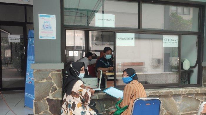 Suasana di Posko Pelayanan Sudin Pendidikan Wilayah I Jakarta Timur di hari terakhir lapor diri, Senin (14/6/2021).