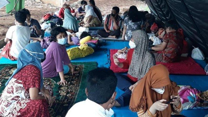 Takut Covid-19, Warga Cipinang Melayu Mengungsi di Kolong Tol Becakayu Hingga Bertahan di Rumah