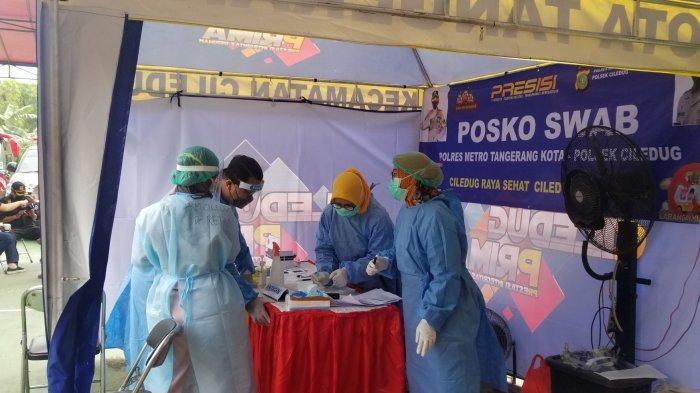 Posko PPKM Mikro, RW 09, Kelurahan Sudimara Barat, Kecamatan Ciledug, Kota Tangerang, yang ditempatkan di depan perumahan warga, Selasa (18/5/2021).