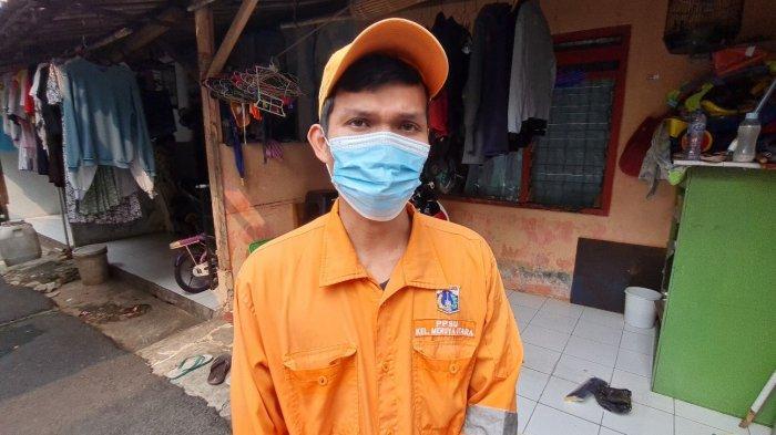 Terinspirasi dari Sang Ayah, Syaiful Pasukan Oranye Meruya Utara Sulap Jeriken Bekas Jadi Pengki