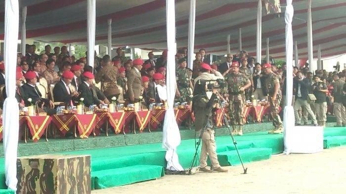 Saat Panglima TNI Bangun dari Duduk Berikan Hormat ke Prabowo di Perayaan HUT ke-67 Kopassus