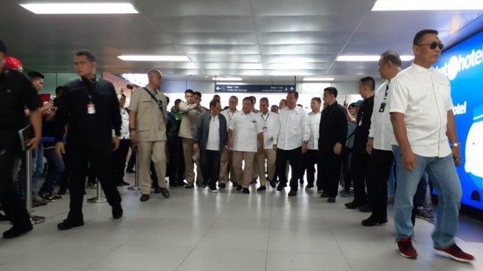 Tiba di Stasiun MRT Lebak Bulus, Prabowo Dijemput Pramono Anung dan Budi Gunawan