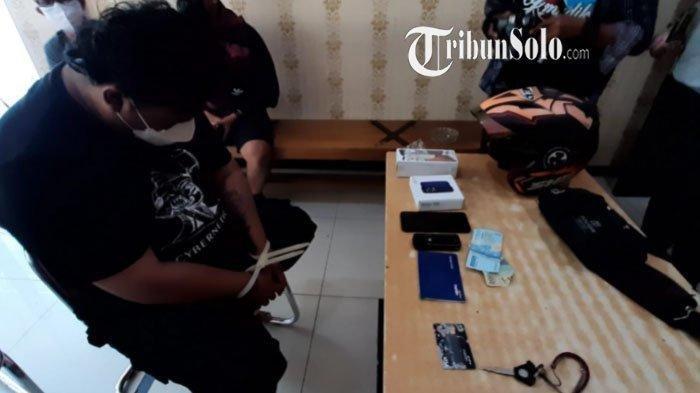 AS, preman terduga pelaku pemerasan ajudan Jokowi di Solo, setelah ditangkap polisi Minggu (29/8/2021).
