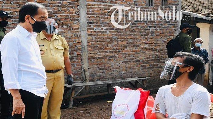 Presiden Jokowi kaget di hadapan dirinya bernama sama Joko Widodo (39) saat kunjungan peninjauan vaksinasi di Dukuh Ngledok, Desa Segaran, Kecamatan Delanggu, Kabupaten Klaten, Senin (13/9/2021).
