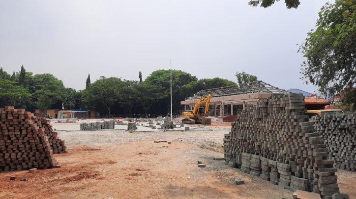 Progres Pembangunan Alun-alun Kota Bekasi di Jalan Veteran, Kelurahan Margajaya, Kecamatan Bekasi Selatan, Kota Bekasi, Kamis (14/10/2021).