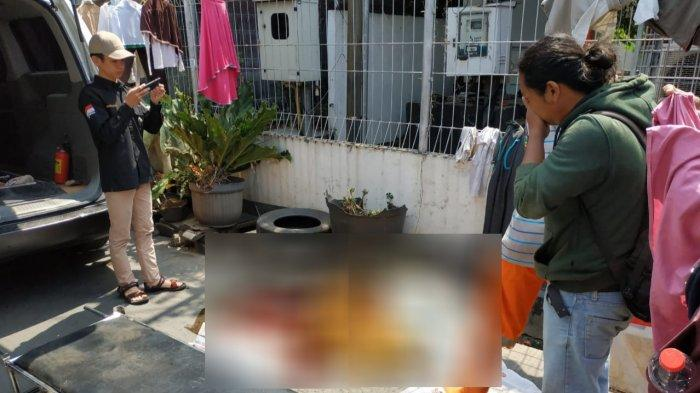 Pria Diduga Gangguan Jiwa Tewas Usai Loncat dari BTS di Condet