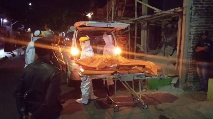 Cium Bau Busuk di Rumah Pasutri Lansia, Warga Terkejut Usai Dobrak Pintu Temukan Keduanya Meninggal