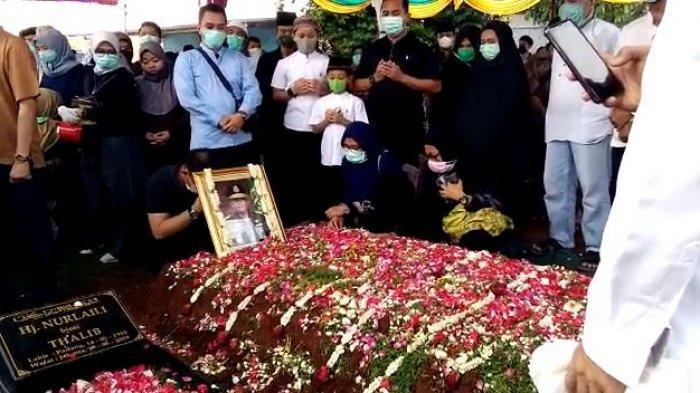 Wakil Jaksa Agung Dimakamkan di Samping Makam Ibunda