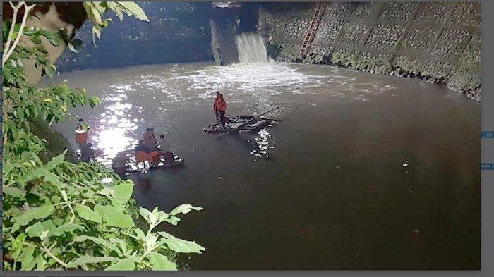 Lagi Asyik Memancing, Seorang Pria Tenggelam di Kali Baru Pasar Rebo