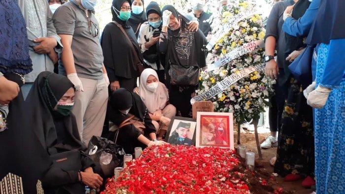 Kesedihan Ibunda Isti Yudha Prastika, Korban Sriwijaya Air Saat Pemakaman: Kasihan Adik Sendirian