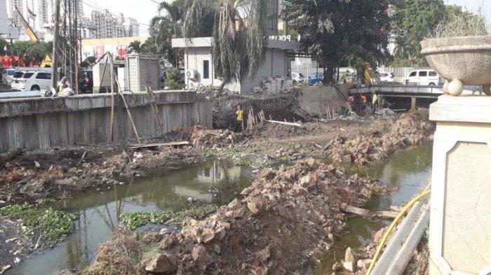 Dinas SDA Pasang Sheetpile di Kali BGR Kelapa Gading untuk Antisipasi Banjir