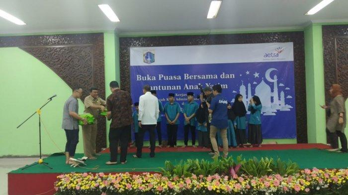 Aetra Santuni 200 Anak Yatim di Masjid Wali Kota Jakarta Utara