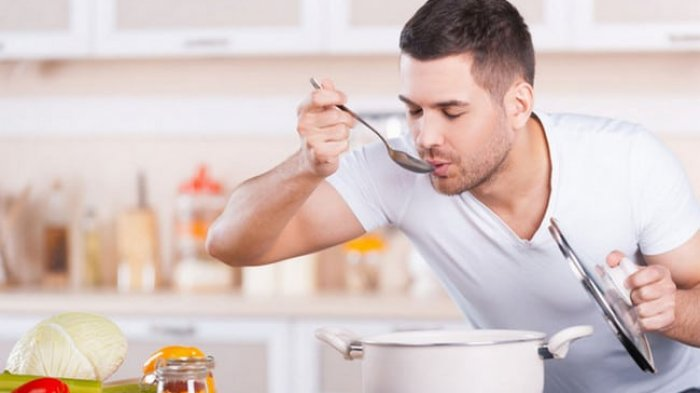 Ilustrasi mencicipi masakan