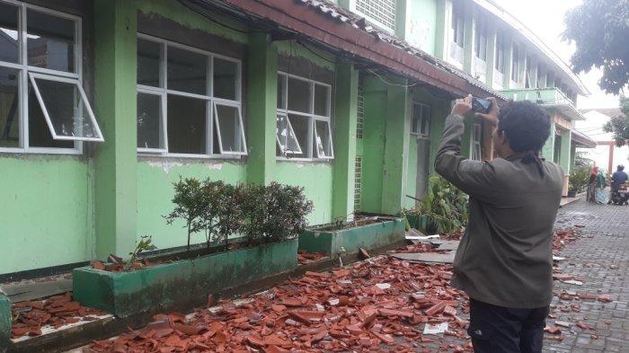 Baru 2 Tahun Direhab Bangunan SMKN 24 Ambruk, DPRD DKI Cium Indikasi Kecurangan