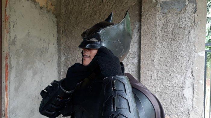 Sempat Sopir Taksi Online, Purbo Banting Setir Jadi Batman Keliling Kampung di Depok