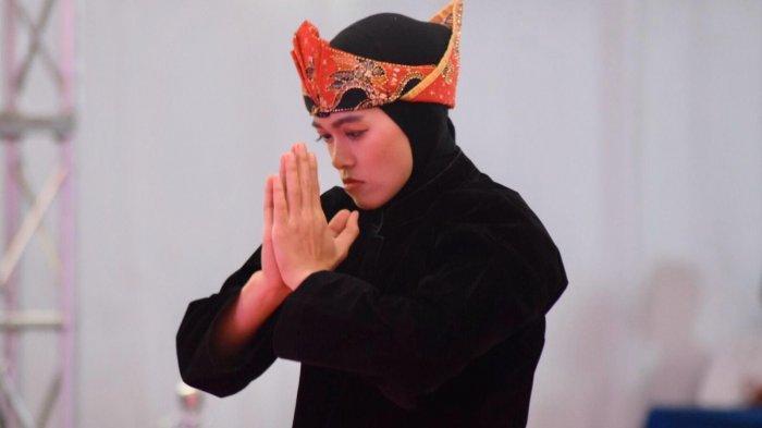 Puspa Arum Sari kala mengikuti pertandingan Pencak Silat katagori Seni Tunggal