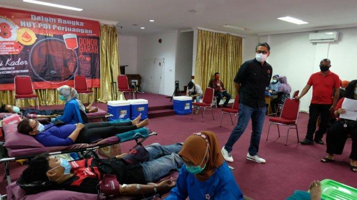 Kegiatan Donor Darah Keliling (Darling) bertempat di Rumah Aspirasi Putra Nababan, di Matraman, Jakarta Timur, Minggu (17/1/2021)