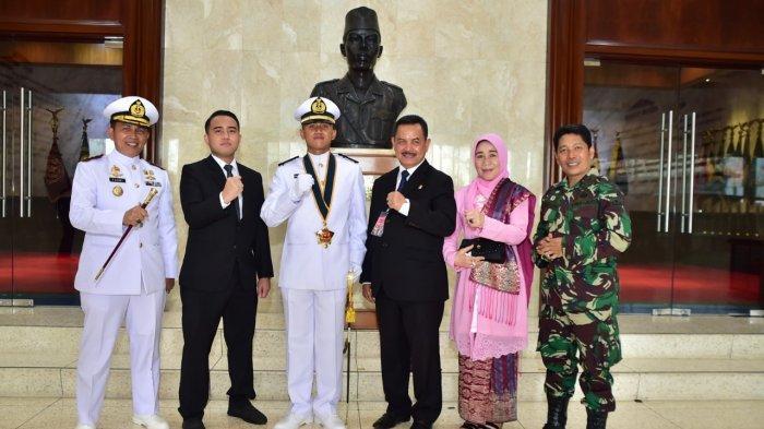 Lulusan Terbaik, Putra Mantan Wali Kota Padang dapat Penghargaan dari Panglima TNI