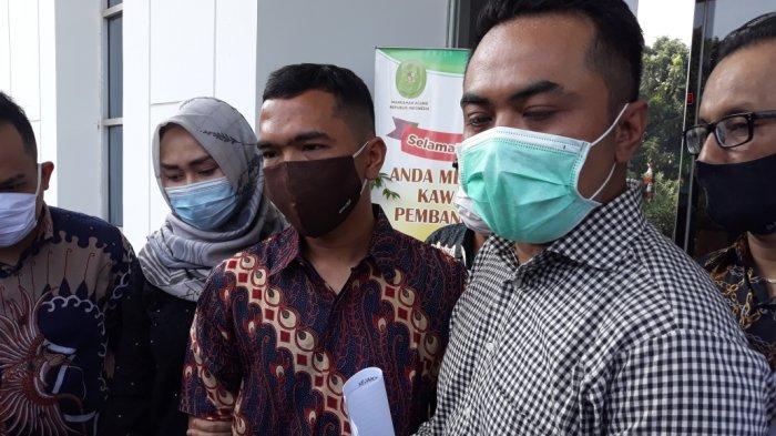 Didampingi Istri Jalani Sidang Perdana, Putra Siregar: Saya Kooperatif
