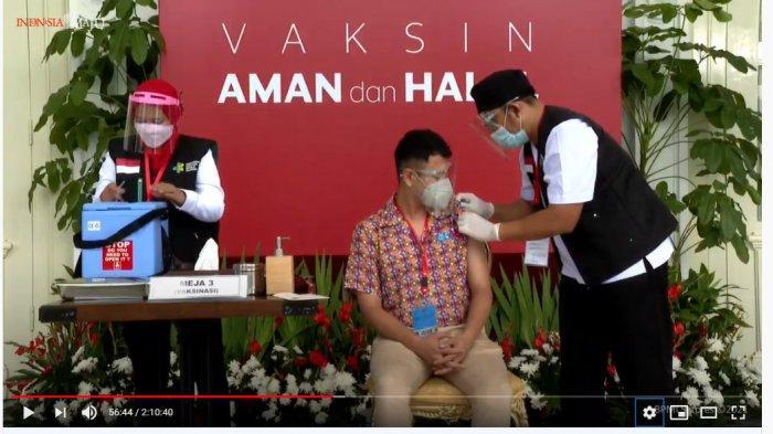 Begini Ekspresi Raffi Ahmad Saat Disuntik Vaksin Covid-19, Sempat Tegang hingga Acungkan Jempol