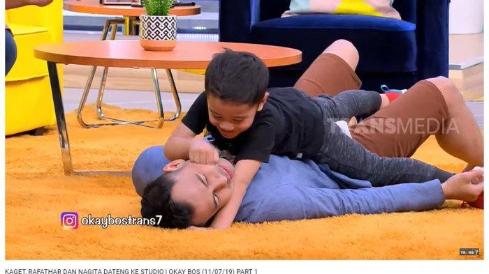Tak Izinkan Raffi Ahmad untuk Mencium Nagita Slavina, Rafathar: Papa Cium Lantai Aja