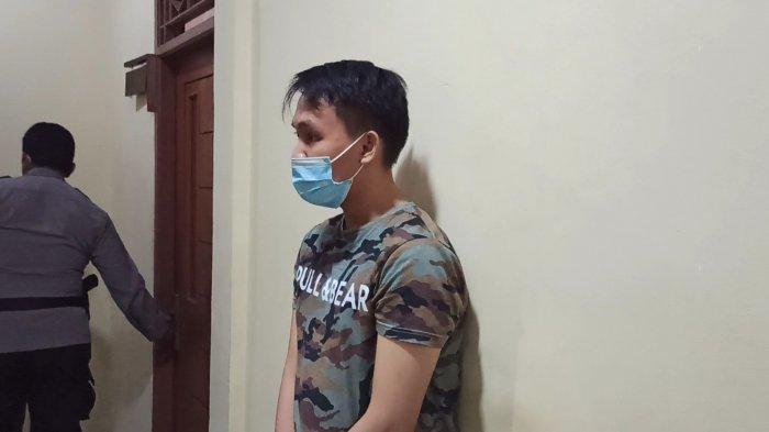 Rama (19), muncikari yang ditangkap dalam kasus prostitusi di bawah umur yang diungkap Polsek Tanjung Priok.