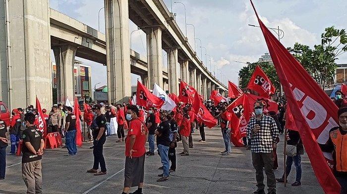 Peringati May Day 2021, Ratusan Buruh Berunjuk Rasa di Pelabuhan Tanjung Priok