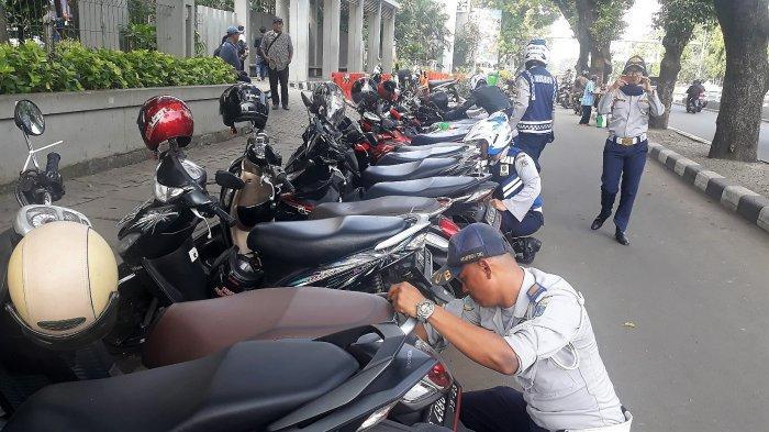 Puluhan Sepeda Motor Terjaring Operasi Cabut Pentil di Pasar Pagi Tambora