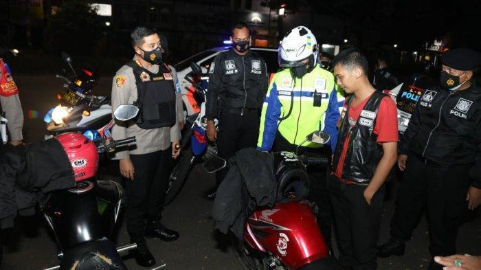 Puluhan kendaraan tak bersurat diamankan Polresta Tangerang dari gerombolan anak muda yang nongkrong pada dini hari.