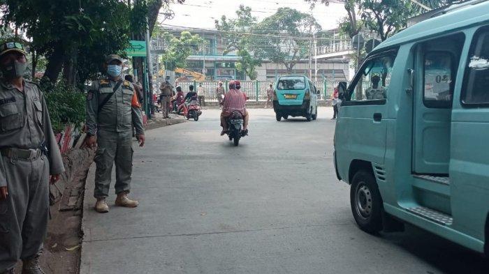 Suasana razia tertib masker di Jalan Kebon Sereh Barat, Matraman, Jakarta Timur, Rabu (18/11/2020).