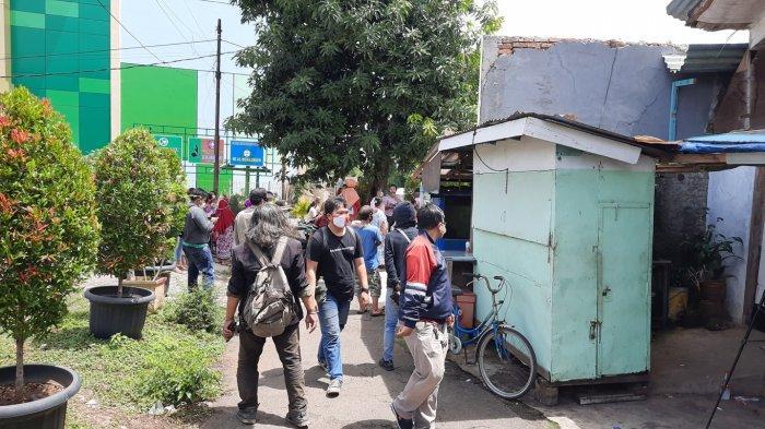 Suasana jelang rekonstruksi di sekitar TKP kasus mutilasi Kampung Pulo Gede, Jakasampurna, Kota Bekasi, Rabu (15/12/2020)