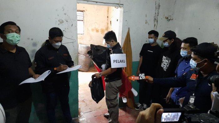 Rekonstruksi pembunuhan mutilasi di Kampung Pulo Gede, Jakasampurna, Kota Bekasi, Rabu (15/12/2020).