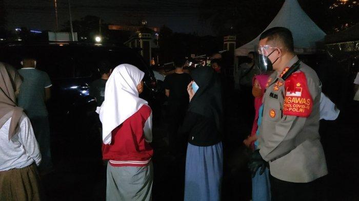Pakai Seragam Sekolah, Remaja Perempuan dan Pria Diamankan Saat Hendak Ikut Unjuk Rasa ke Jakarta