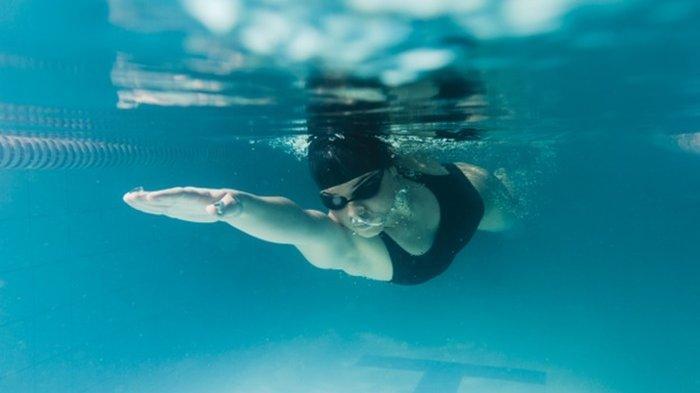 Penjelasan Dokter Apakah Mungkin Virus Corona Menular Melalui Air di Kolam Renang?