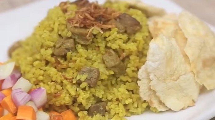 Bingung Mengolah Daging Sapi? Cobain Deh Bikin Nasi Kebuli Daging Rice Cooker, Buatnya Mudah Lho