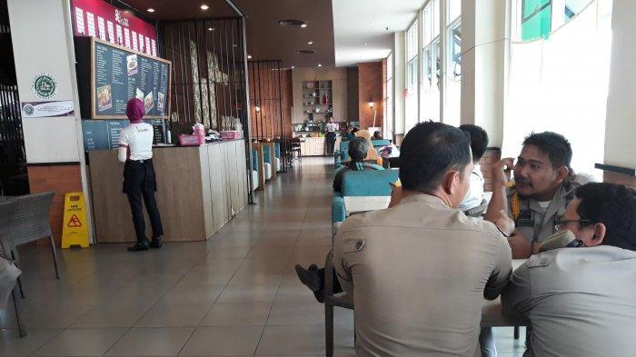 Melanggar Jam Operasional Bulan Ramadan, Satpol PP Tegur Pengelola Restoran Cepat Saji di Tangsel