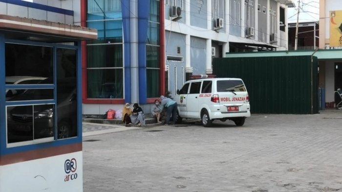 Cerita Pasien Ditolak 5 Rumah Sakit, Akhirnya Dibawa Keluarga ke Kantor Gubernur Pakai Mobil Jenazah