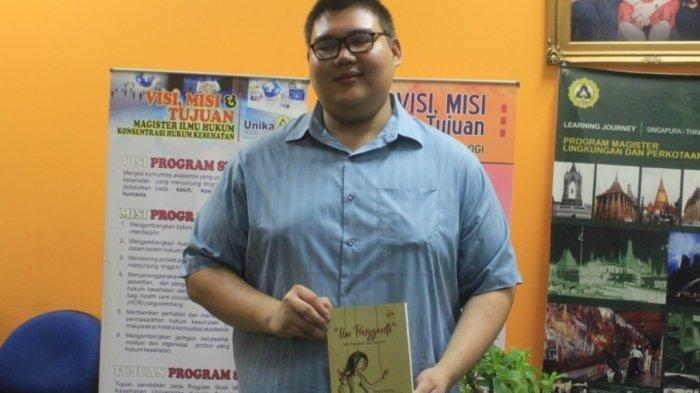 Penyandang Tunanetra Ini Mampu Berkarya Terbitkan Buku tentang Reproduksi Rahim Pengganti