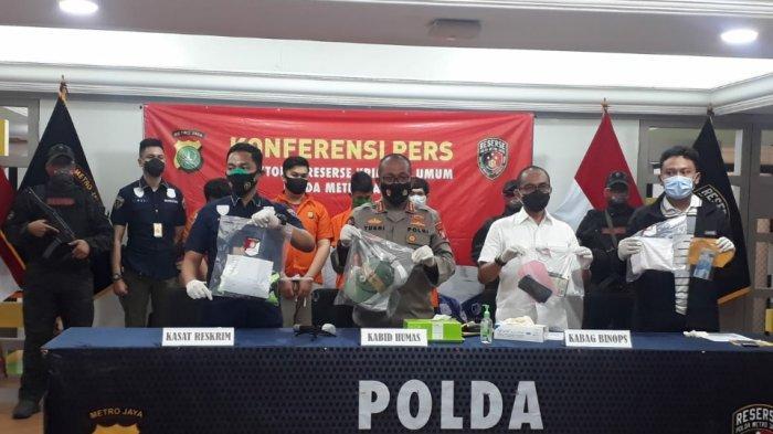 Tak Cuma Keroyok Anggota Polisi, Oknum Massa Perusuh Demo UU Cipta Kerja Rampas Ponsel Korban