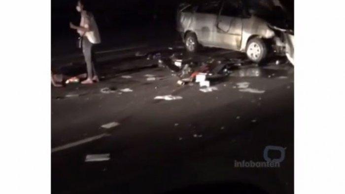 2 Mobil Kecelakaan di Tol Tangerang Sampai Ringsek, Barang Berhamburan, Polisi Selidiki Tersangka