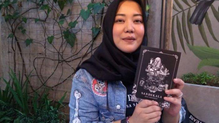 Konten Horor Jurnalrisa Dinilai Janggal Risa Saraswati Terima Kasih Telah Menyadarkan Saya Tribun Jakarta