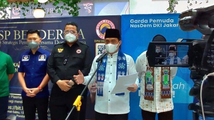 Wakil Gubernur DKI Jakarta Ahmad Riza Patria saat meninjau lokasi donor GP NasDem DKI, Jumat (13/8/2021).