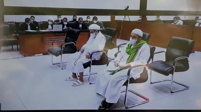 Rizieq Shihab saat dihadirkan sebagai terdakwa dalam kasus dugaan tindak pidana pemberitahuan bohong tes swab RS UMMI Bogor di Pengadilan Negeri Jakarta Timur, Rabu (3/6/2021).