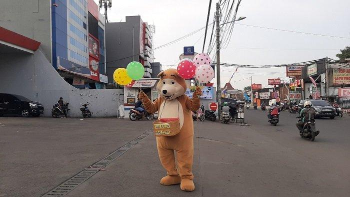 Viral di Medos, Cerita Rohim Penjual Balon Dengan Kostum Badut yang Rela Dibayar Seikhlasnya