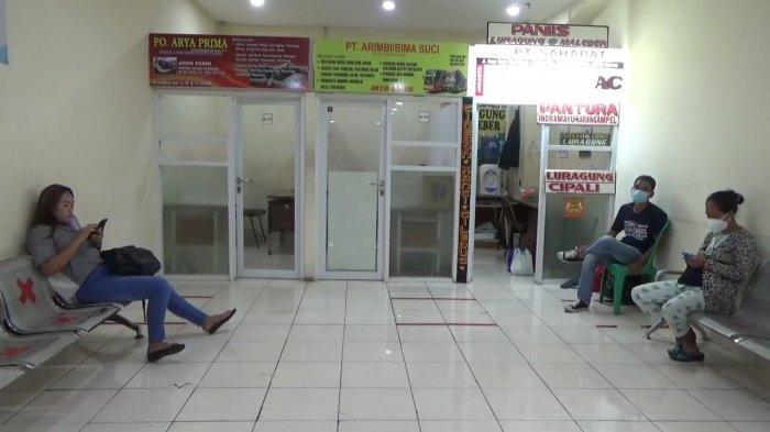 Rohipin, calon pemudik di Terminal Terpadu Pulogebang yang tak tahu adanya larangan mudik dan hendak pulang kampung ke Cirebon, Kamis (6/5/2021)