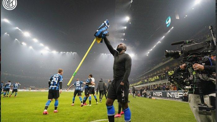 Romelu Lukaku mencetak gol terakhir Inter Milan ke gawang AC Milan dalam laga Derby Della Madonnina di Giuseppe Meazza, 9 Februari 2020.