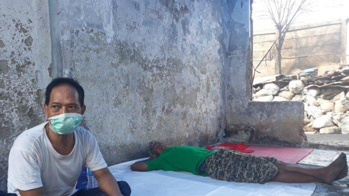 Ogah di Posko Pengungsian Kebakaran Jatinegara, Roni Pilih Tidur di Puing Rumahnya