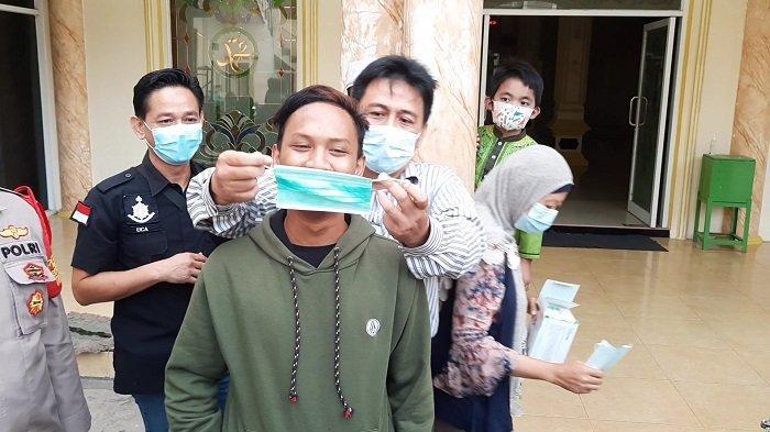 Sempat Ngotot Suruh Jemaah Lepas Masker, Nawir Pemuda Masjid Al Amanah Bekasi Kini Jadi Duta Masker